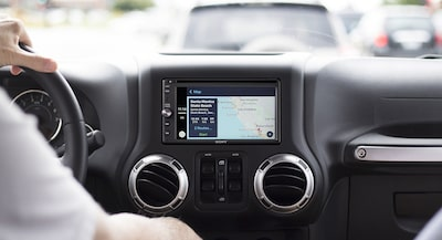 Apple CarPlay na uređaju XAV-AX200